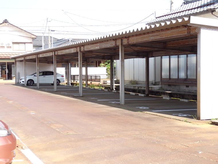 DG駐車場 屋根付きカーポート