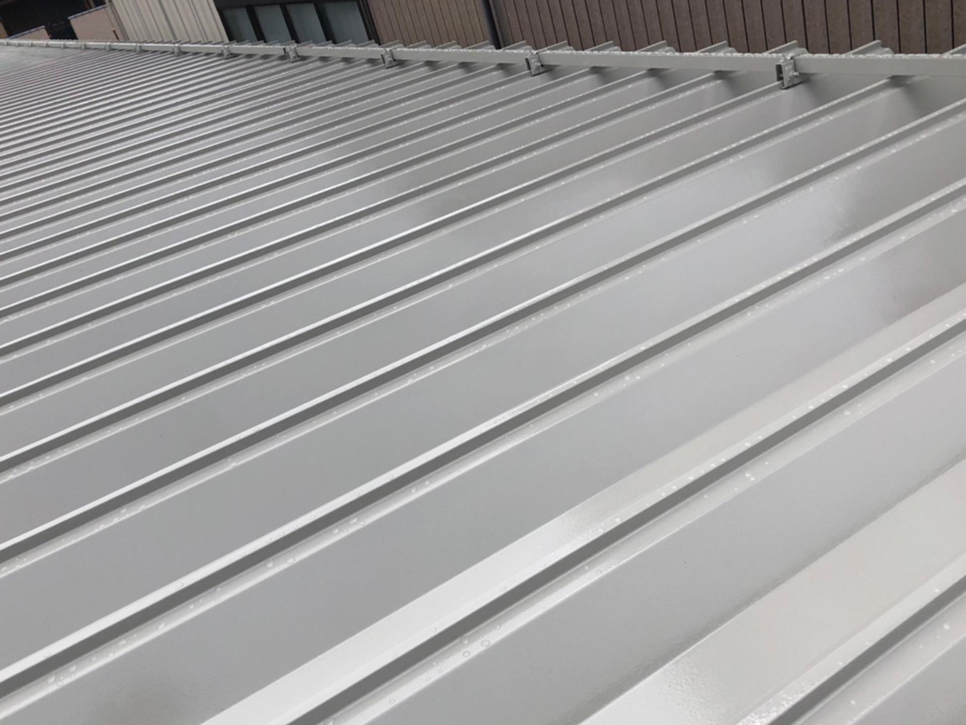 DG駐車場 屋根付きカーポート 屋根 塗装後